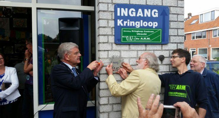 Onthulling Keurmerk De ARM door burgemeester van Zanen