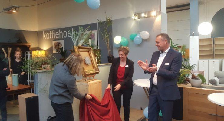 Arnhemse wethouder feliciteert 2Switch met Keurmerk Kringloopbedrijven